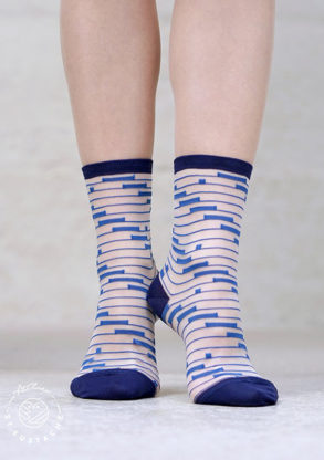 Atelier-St-Eustache-chaussettes-transparentes-graphiques-femme-bleues-ShinjukuBlue2-1_1024x1024